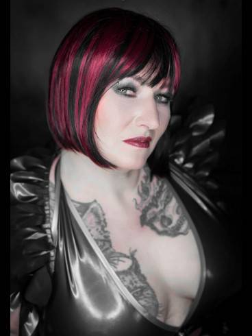 Lady Samira im Atelier Blanc Noir 1