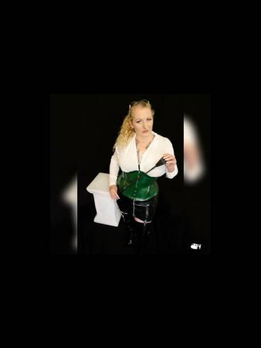 Lady Samira im Atelier Blanc Noir 2
