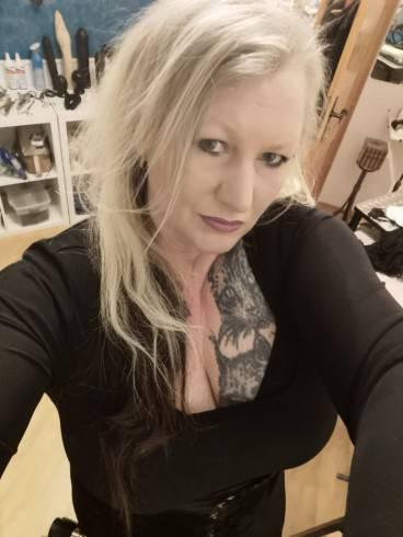 Lady Samira im Atelier Blanc Noir 3