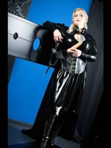 Lady Samira im Atelier Blanc Noir 6
