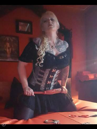 Lady Samira im Atelier Blanc Noir 8
