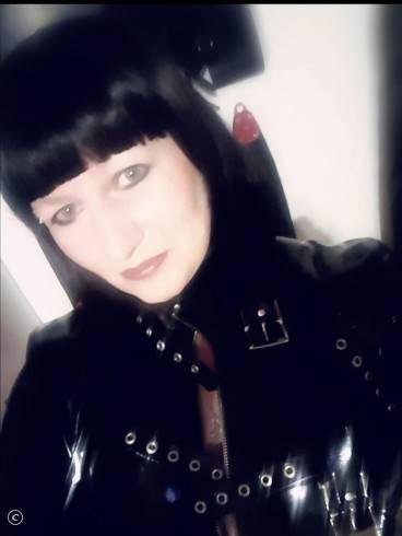 Lady Samira im Atelier Blanc Noir 10