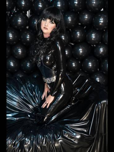 Lady Donatella IM STUDIO BLACK FUN 1