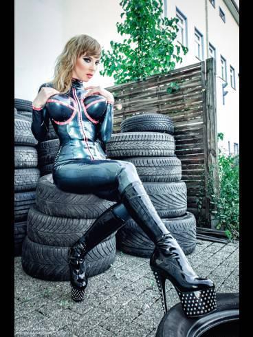 Deutschland Tour Lady Naomi Rouge 32