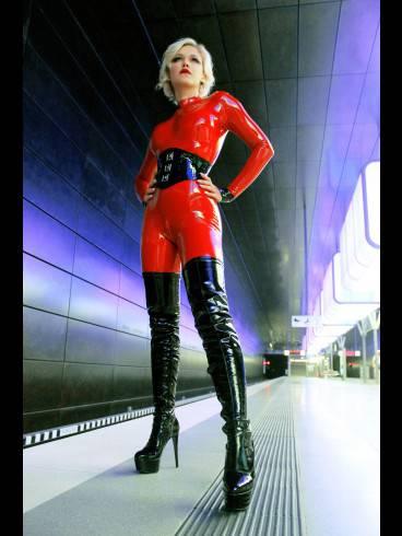 Baroness Davina Dust 15