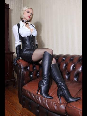 Baroness Davina Dust 16