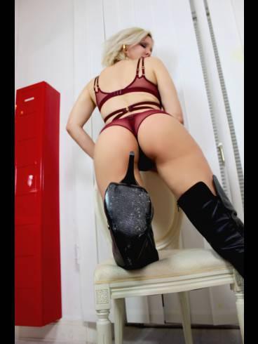Baroness Davina Dust 22