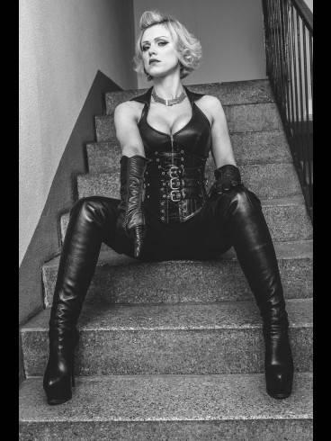 Baroness Davina Dust 34